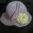 Levendula lila kislány kalap, Ruha, divat, cipő, Kendő, sál, sapka, kesztyű, Sapka, Horgolás, Gyönyörű levendula lila kislány kalap,amelyet a krém színű szaténszalagból készült masni illetve az..., Meska