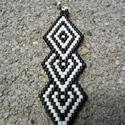 Zsuwel Black-White  Flamenco fülbevaló, Ékszer, óra, Fülbevaló, Gyöngyfűzés, Ékszerkészítés, A fülbevaló peyote technikával készült, japán, delica gyöngyökből.    Fehér és fekete matt gyöngyök..., Meska