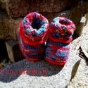 Kötött baba cipő, Baba-mama-gyerek, Ruha, divat, cipő, Gyerekruha, Baba (0-1év), Kötés, Sokszínű baba cipő, kihajtóján virág mintával, piros horgolt szegélyekkel díszítve. Anyaga: vékony ..., Meska