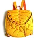 SusieBag hátizsák, Táska, Hátizsák, Varrás, Leveles, nagyméretű hátizsák sok zsebbel és pöttyökkel. Az alapanyaga citromsárga, fényes felületű ..., Meska