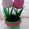 textil tulipán, Dekoráció, Ünnepi dekoráció, Húsvéti apróságok, Dísz, Varrás, Papírművészet, A virág textilből készült, vatelinnel van kitömve, a szára műanyaggal vont drót, a levele filc anya..., Meska