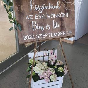 Esküvői köszöntő /welcome tábla névvel és dátummal, Esküvő, Dekoráció, Tábla & Jelzés, Mindenmás, 50x70 cm-es , fa esküvői köszöntő tábla. Köszöntünk az esküvőnkön! felirattal  + név és dátum. A fa..., Meska