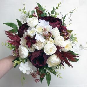 Bordó fehér menyasszonyi örökcsokor , Esküvő, Menyasszonyi- és dobócsokor, Virágkötés, Minőségi, élethű alapanyagból - eukaliptuszból, bordó bazsarózsából, fehér rózsából és fehér horten..., Meska
