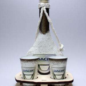 Dacia italos üveg szett - férjeknek -barátoknak , Otthon & Lakás, Díszüveg, Dekoráció, Decoupage, transzfer és szalvétatechnika, DACIA pálinkás kínáló ; autó rajongóknak (0,2l+2x 45ml+fatartó) a márka szerelmeseinek -  Igazán eg..., Meska