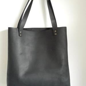 SHOPPER  BAG bőr táska, Táska & Tok, Kézitáska & válltáska, Válltáska, Bőrművesség, Varrás, Letisztult minnimál megjelenésű, marhabőr fekete nagy táska, kényelmes pakolható.   Méretek:  Magas..., Meska