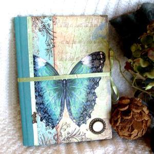 Emlékkönyv - Türkiz pillangóval, Otthon & Lakás, Papír írószer, Könyv, Papírművészet, A kék rengeteg árnyakatával a pillangók szerelmeseinak. A szalag anyaga szatén. Többször lakkoztam,..., Meska