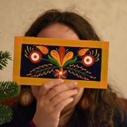 1ed2bbbced Az Ízig-Virág népművészeti ihletésű motívumokkal díszített fa tárgyakat -  dobozkákat, ékszereket, díszeket, és még sok mást - kínál.