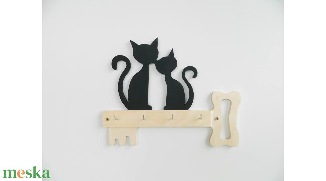 Két cica kulcson fali kulcstartó - Meska.hu