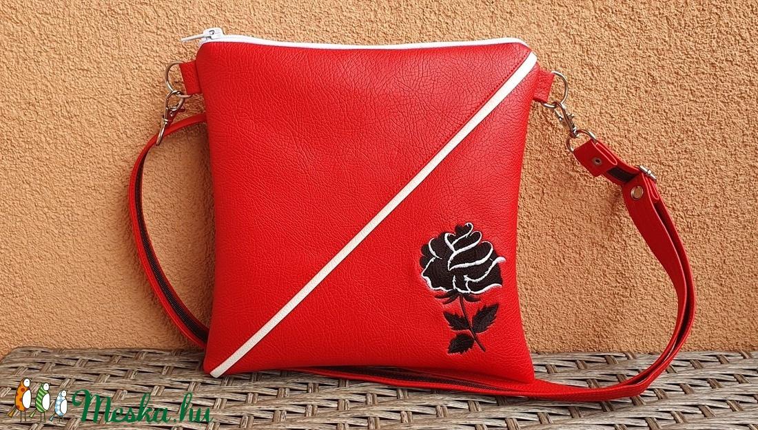 Piros táska - Meska.hu