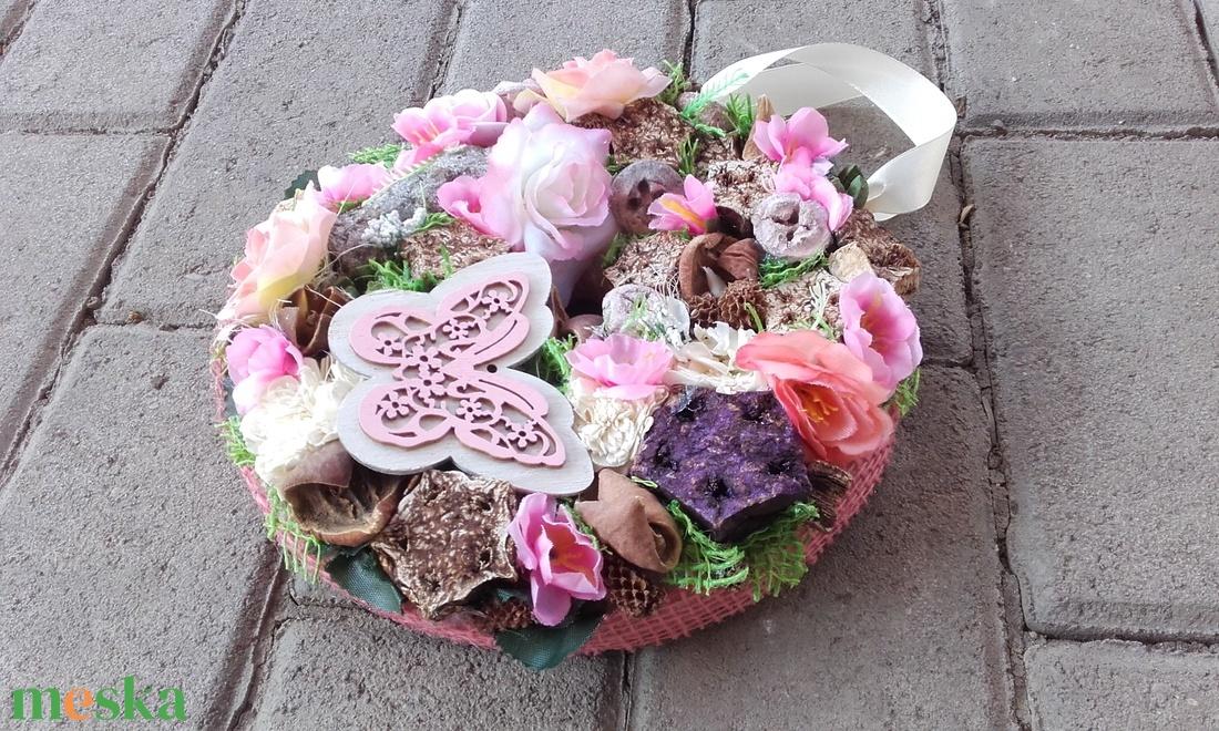 Tavaszi-virágos ajtódísz  kopogtató, falidísz, függődísz - otthon & lakás - dekoráció - ajtódísz & kopogtató - Meska.hu