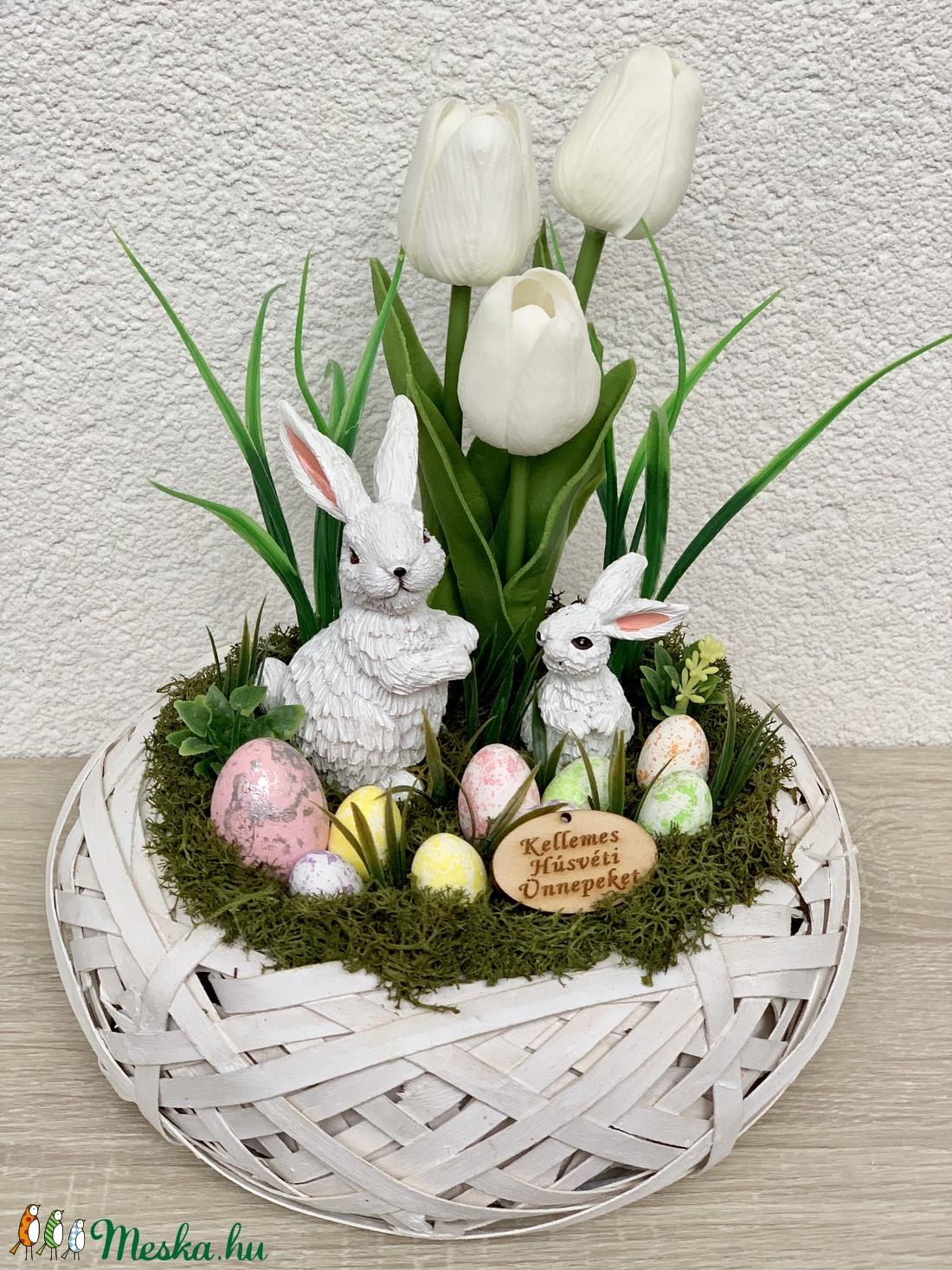 Nyúlanyó, kicsinye és az élethű tulipánokkal - asztaldísz, dekoráció (AKezmuvescsodak) - Meska.hu