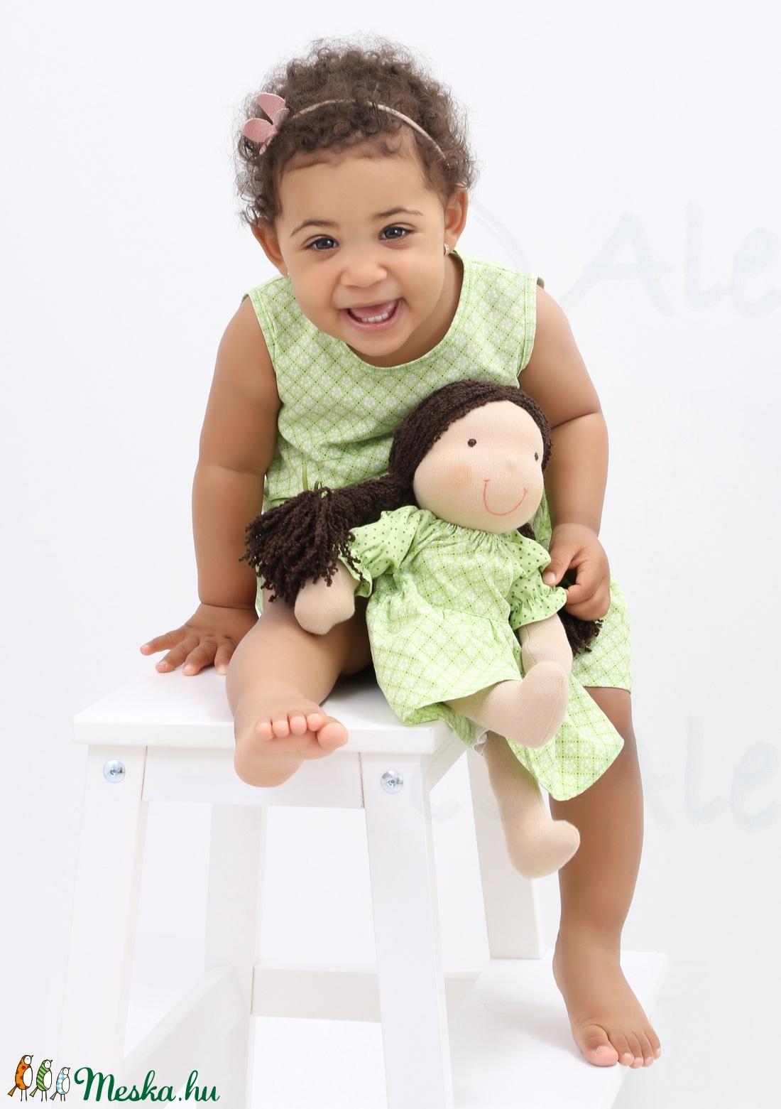 Waldorf baba és azonos anyagból készült kislány ruha- zöld (Aledi) -  Meska.hu 7b2ef519a7