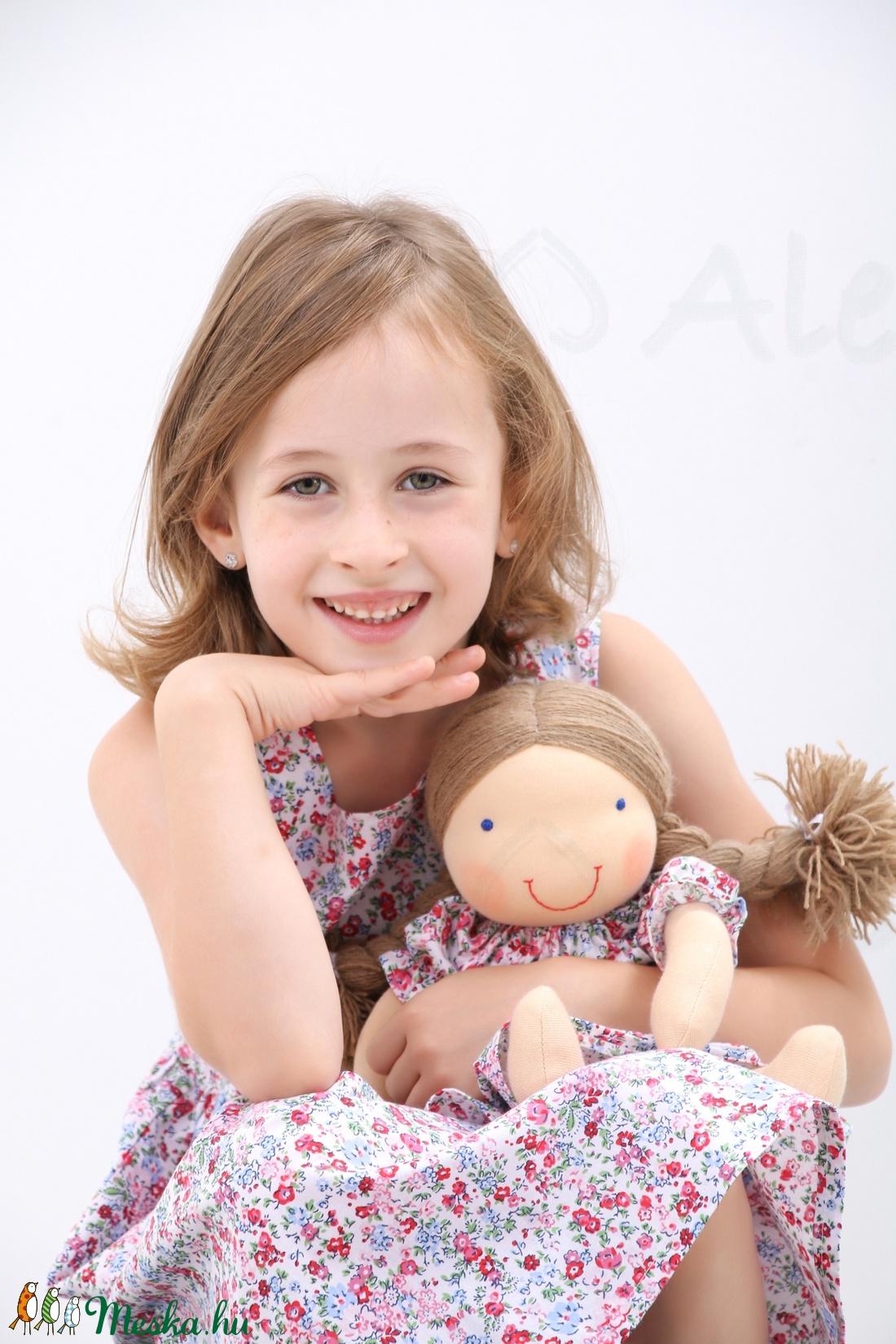 Waldorf baba és azonos anyagból készült kislány ruha- kék a027babd42