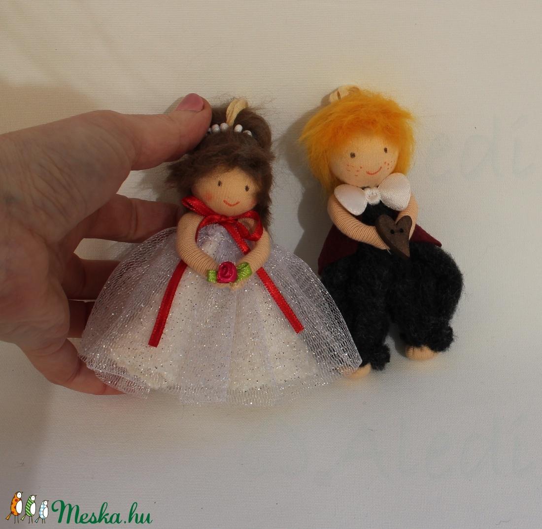 Menyasszony- vőlegény apró baba páros - esküvő - dekoráció - helyszíni dekor - Meska.hu