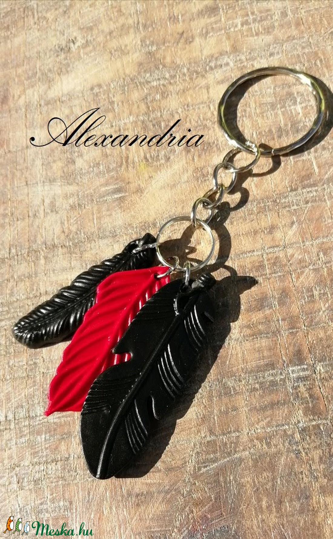 Piros fekete tollas - kulcstartó - táska & tok - kulcstartó & táskadísz - kulcstartó - Meska.hu