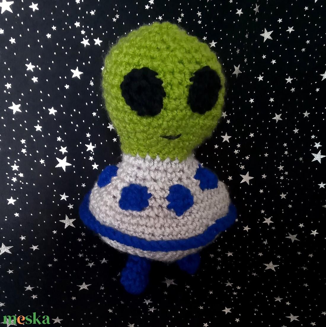 horgolt földönkívüli, UFO - játék & gyerek - plüssállat & játékfigura - más figura - Meska.hu