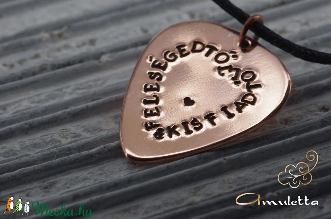 Egyedi ékszer, egyedi ajándék, egyedi felirat -Feleségedtől és Kisfiadtól (amuletta) - Meska.hu