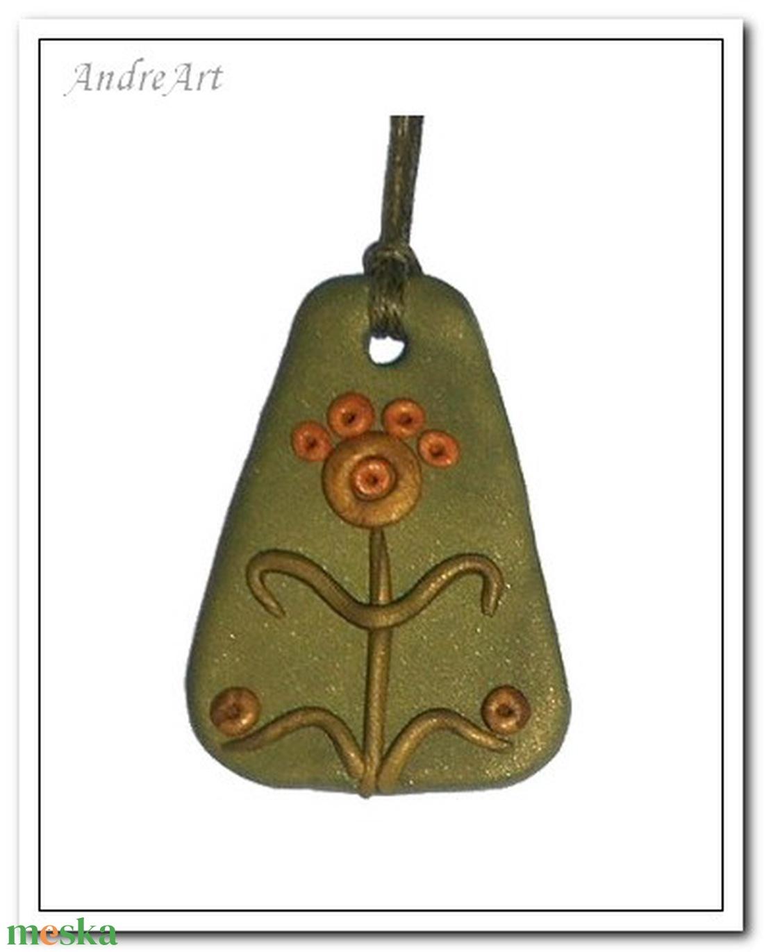 Zöld- arany virágalakos medál (andreart) - Meska.hu