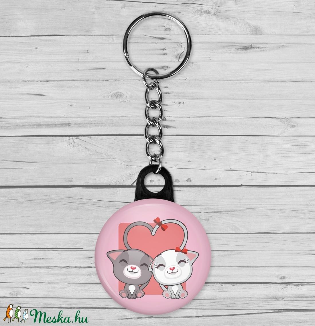 Valentin napi cica kulcstartó - macska kulcstartó - szeretlek - szerelmes ajándék - szerelmes pár - cica - rózsaszín (AngelPin) - Meska.hu
