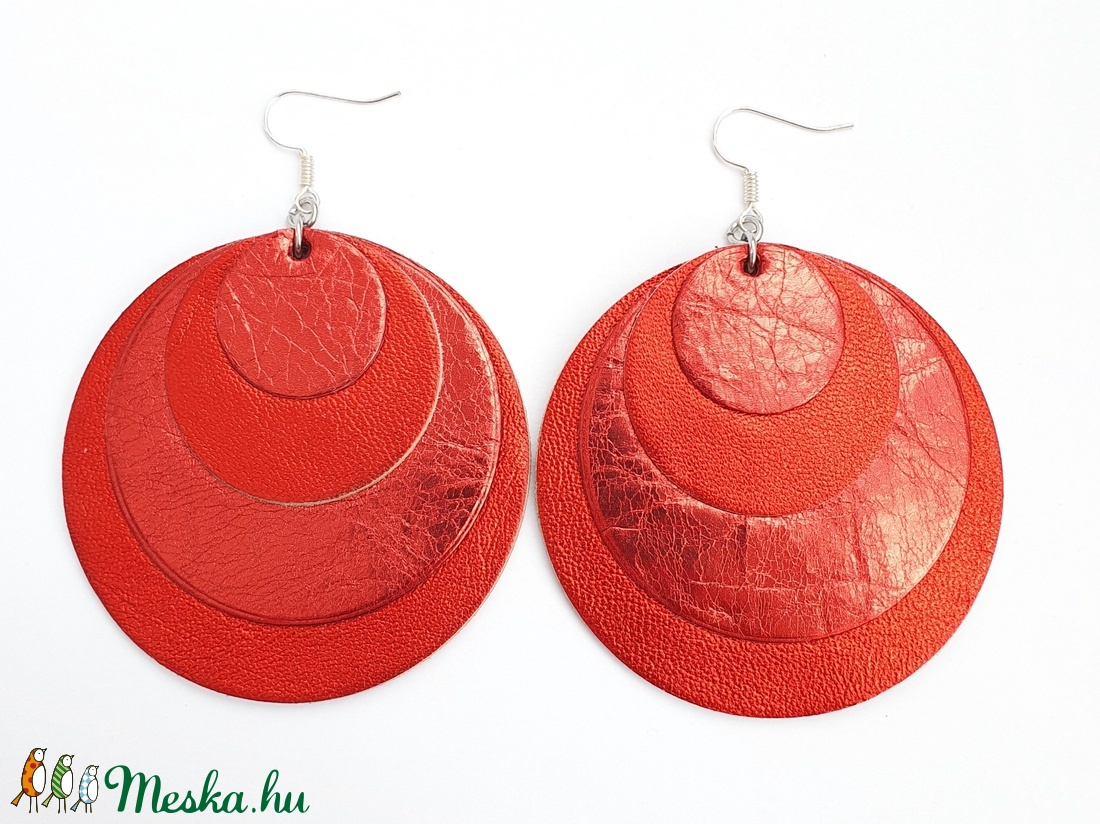 Metálfényű korall bőr fülbevaló (AngyalfiaMuhely) - Meska.hu