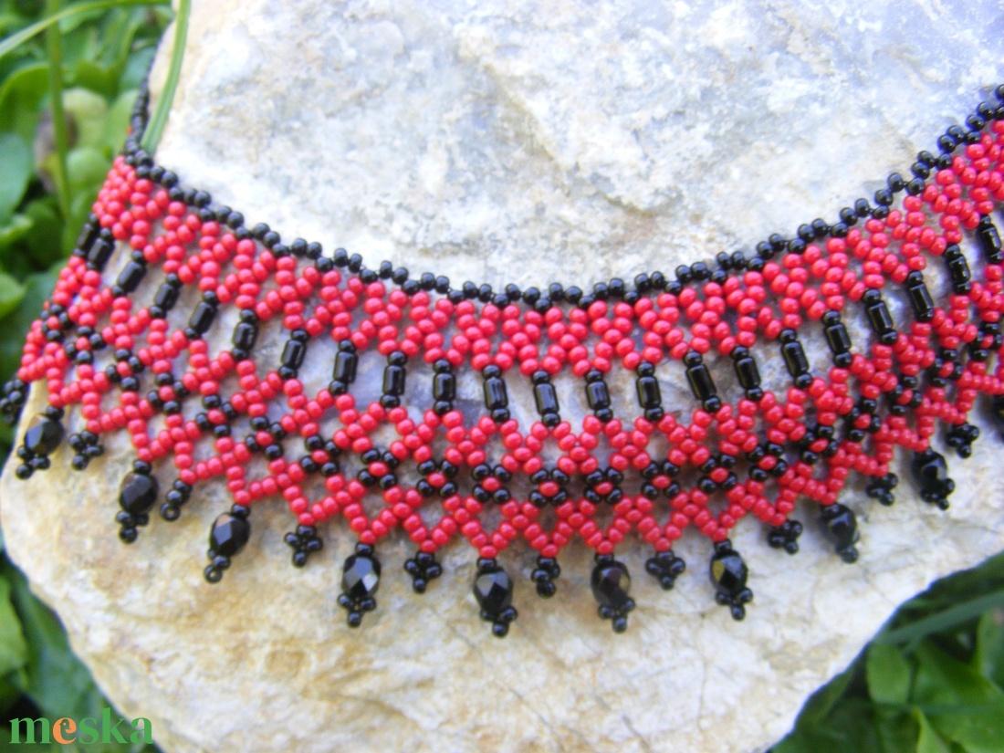 Piros - fekete gyöngy nyaklánc - ékszer - nyaklánc - gyöngyös nyaklác - Meska.hu