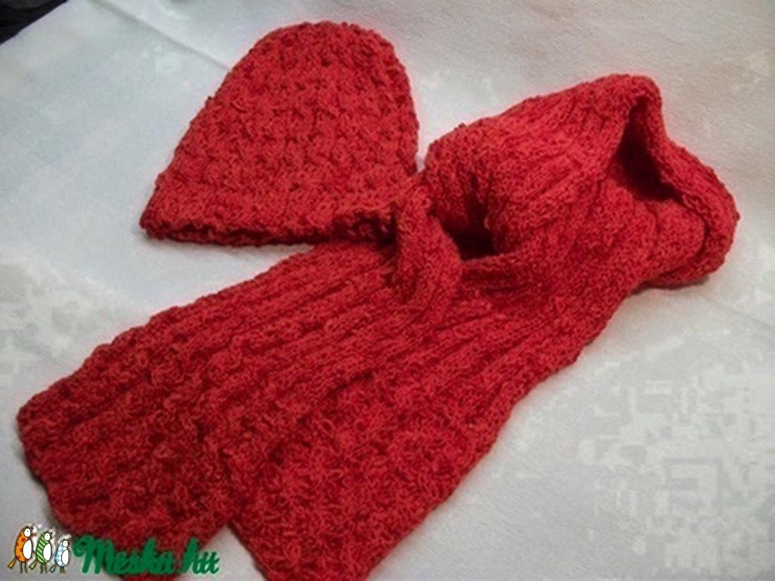 e1f6a677d9 Piros kötött sapka, sál együttes, női, bukléból (AnniMari) - Meska.