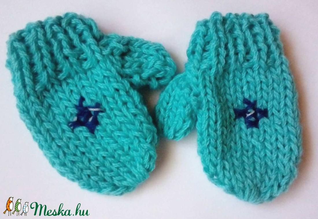 Kötött  egyújjas baba kesztyű kisfiúnak - ruha & divat - babaruha & gyerekruha - babasapka - Meska.hu