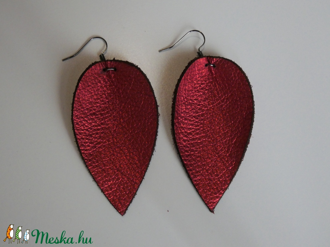Magnólia valódi bőr fülbevaló - piros - ékszer - fülbevaló - lógó fülbevaló - Meska.hu