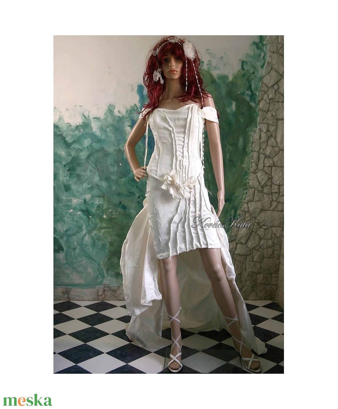 LÉDA-L - menyasszonyi ruha (Aranybrokat) - Meska.hu 1c1f93356f