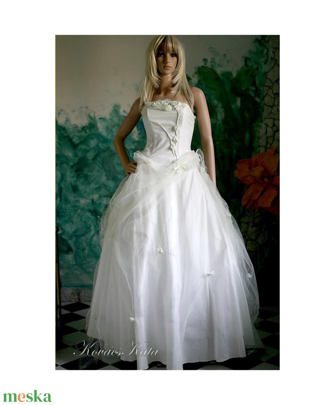 SOPHIA - menyasszonyi ruha (Aranybrokat) - Meska.hu 929018ac6c
