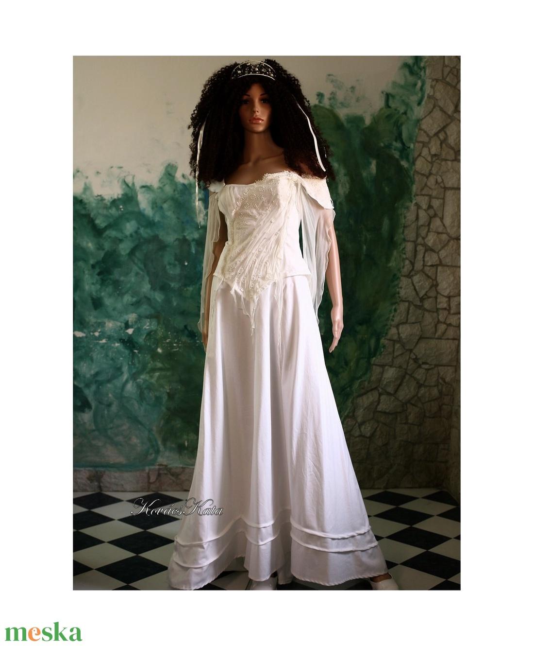 TEREZIA - menyasszonyi ruha (Aranybrokat) - Meska.hu da80bc7a7c