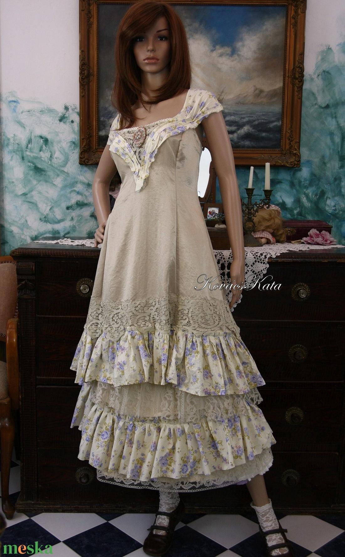 ... ARIKA- designruha XL - alternatív esküvői ruha (Aranybrokat) - Meska.hu 3661b756dc