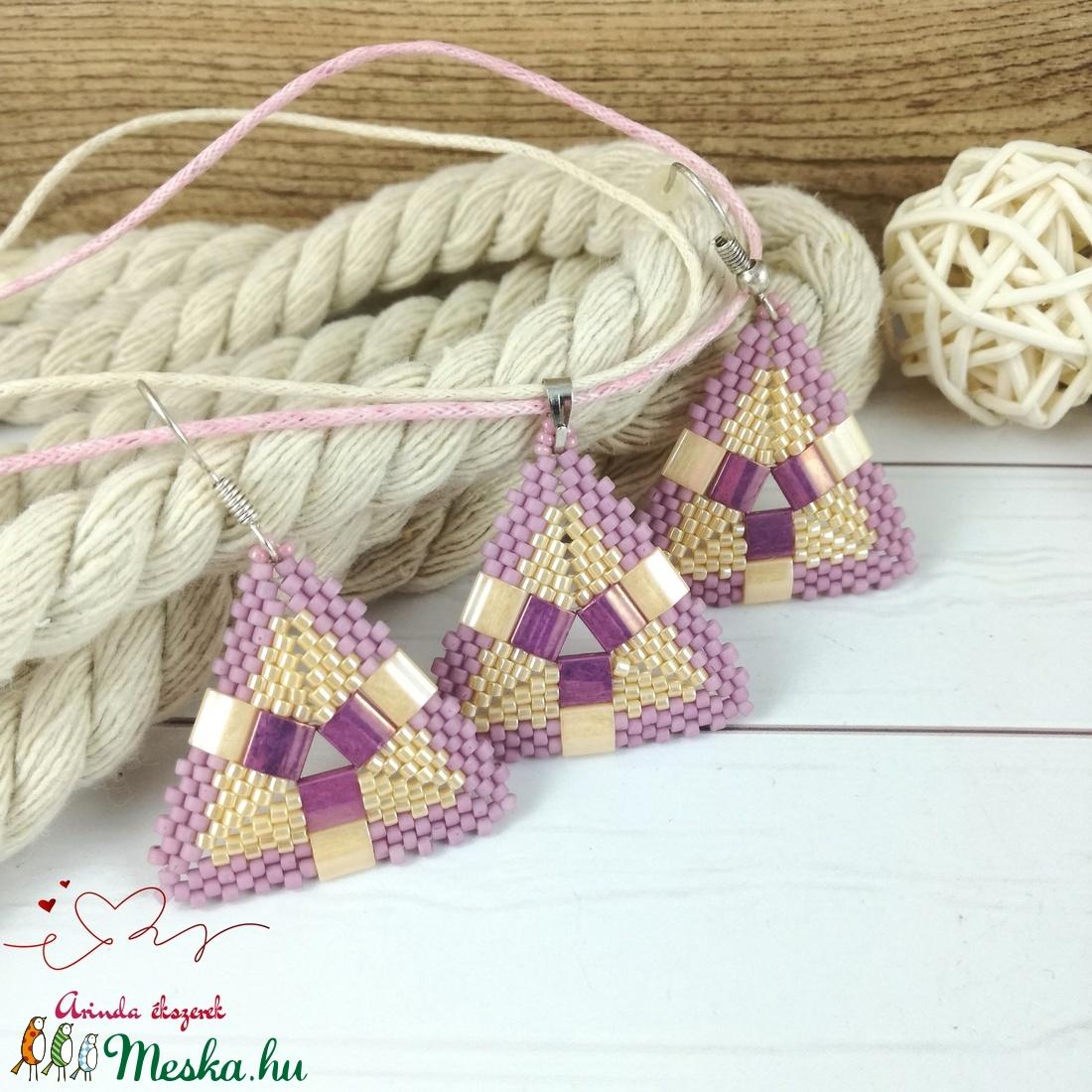 Krém lila egyedi fűzött háromszög nyaklánc fülbevaló egyedi gyöngyékszer nőnek lánynak ballagásra esküvőre hétköznapr - ékszer - ékszerszett - Meska.hu