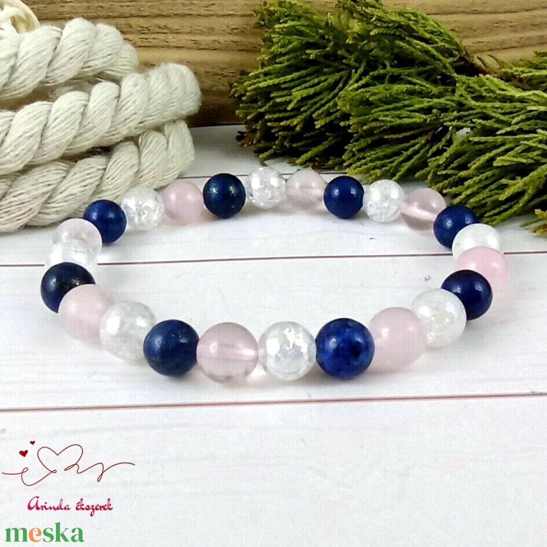 Lápisz lazuli rózsakvarc és roppantott aurakvarc ásvány karkötő - ékszer - karkötő - gyöngyös karkötő - Meska.hu