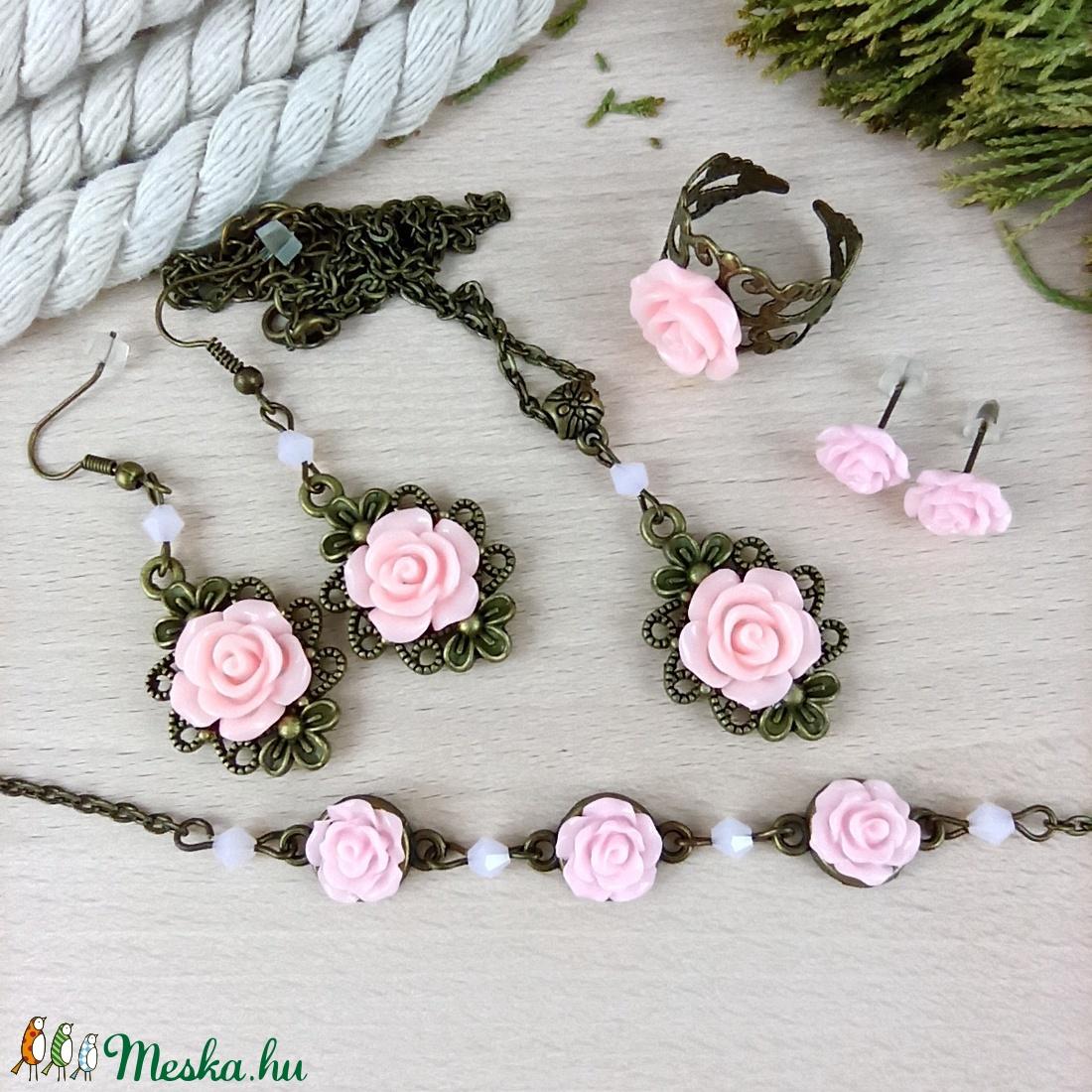 #11 rózsaszín rózsás szett nyaklánc fülbevalók karkötő gyűrű esküvő alkalmi koszorúslány örömanya menyasszony násznagy - ékszer - ékszerszett - Meska.hu