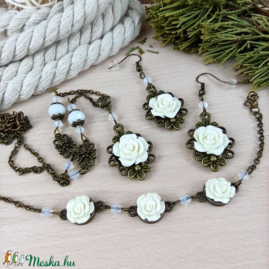 #24 fehér rózsás szett nyaklánc fülbevaló karkötő vintage esküvő alkalmi koszorúslány örömanya menyasszony násznagy - ékszer - ékszerszett - Meska.hu