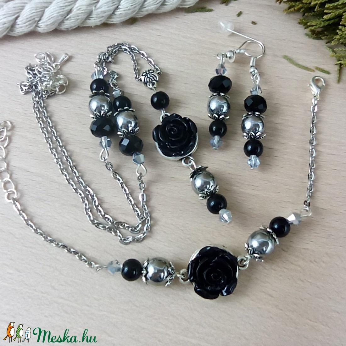#39 fekete rózsás szett nyaklánc fülbevaló karkötő vintage esküvő alkalmi koszorúslány örömanya menyasszony násznagy - ékszer - ékszerszett - Meska.hu