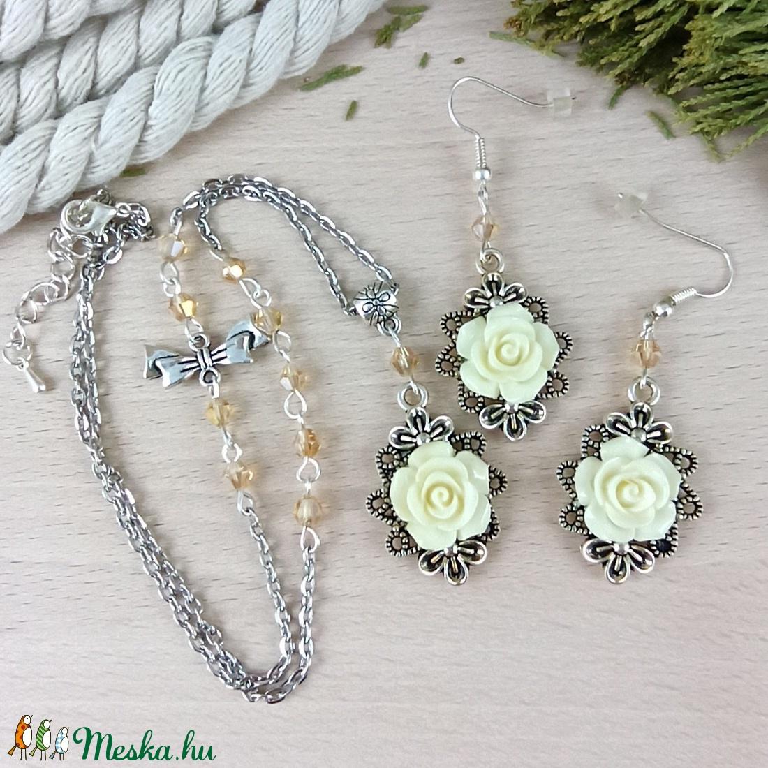 #44 krém rózsás sötét ezüst szett nyaklánc fülbevaló esküvő alkalmi koszorúslány örömanya menyasszony násznagy - ékszer - ékszerszett - Meska.hu