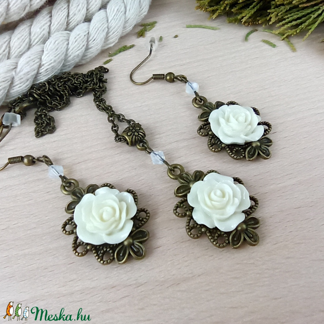 #48 fehér rózsás antik bronz szett nyaklánc fülbevaló esküvő alkalmi koszorúslány örömanya menyasszony násznagy - ékszer - ékszerszett - Meska.hu