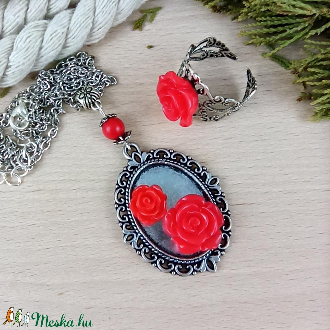 #53 piros rózsás sötét ezüst szett nyaklánc gyűrű esküvő alkalmi koszorúslány örömanya menyasszony násznagy - ékszer - ékszerszett - Meska.hu