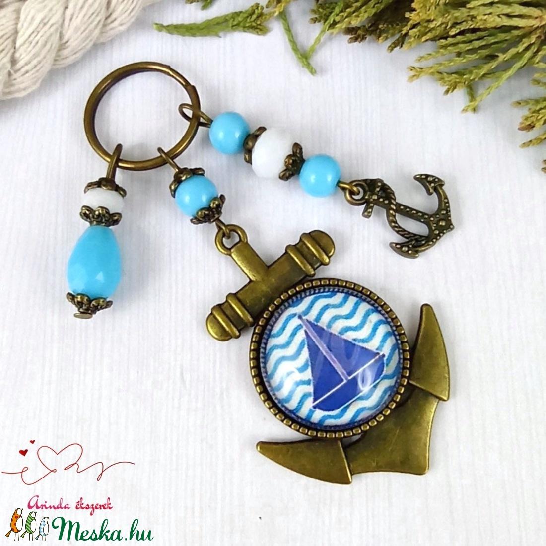 Sötétkék-világoskék hajó üveglencsés kulcstartó táskadísz bojtos nyár mikulás karácsony szülinap névnap ajándék  - táska & tok - kulcstartó & táskadísz - kulcstartó - Meska.hu