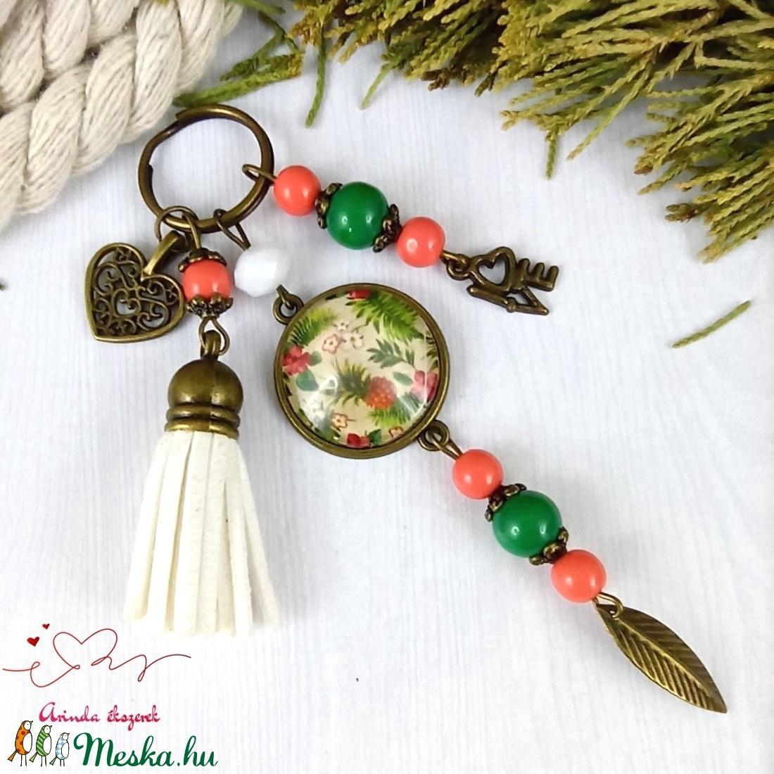 Irány a trópusok! bojtos üveglencsés kulcstartó táskadísz bojtos nyár mikulás karácsony szülinap névnap ajándék  - táska & tok - kulcstartó & táskadísz - kulcstartó - Meska.hu