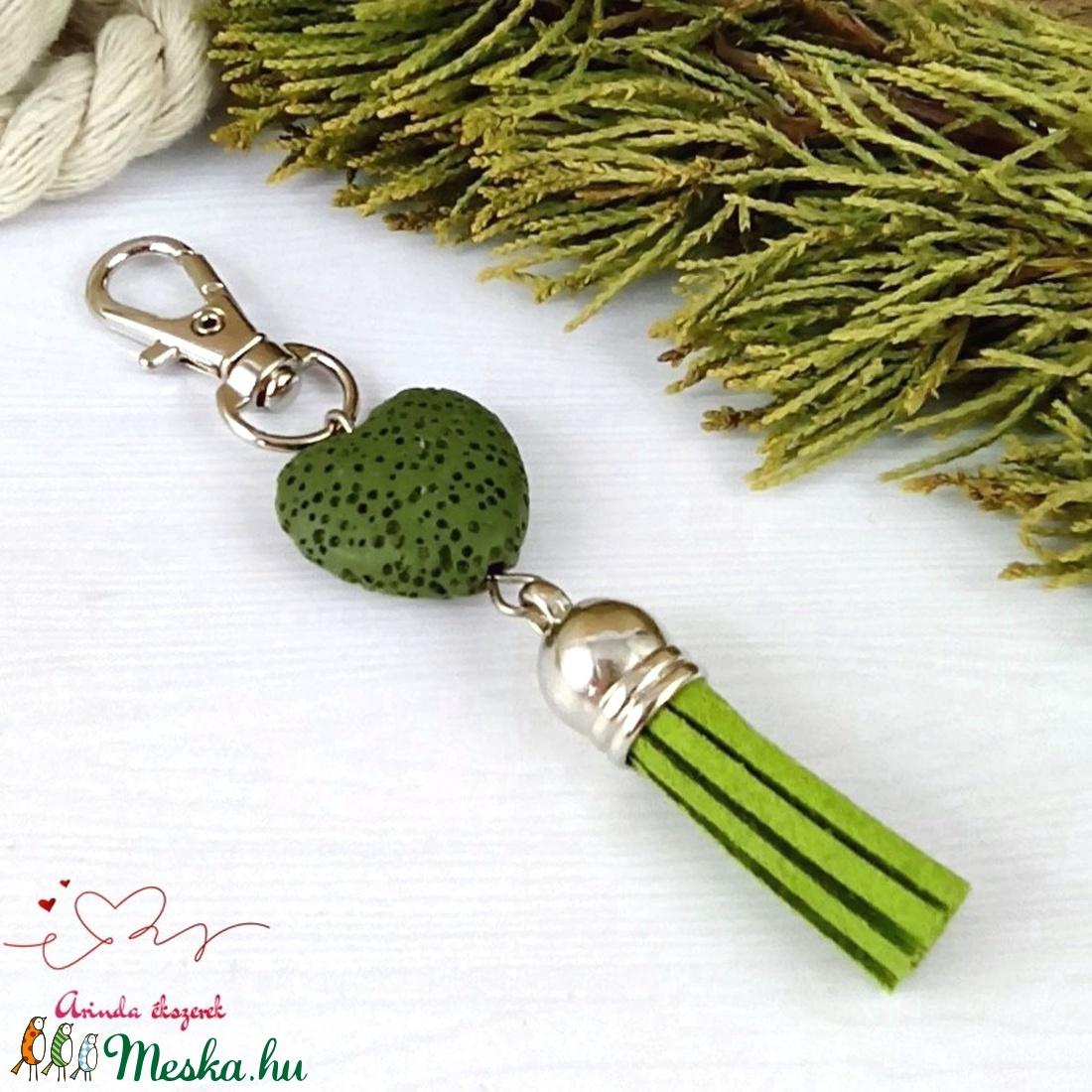 Zöld illatosítható lávakő szív kulcstartó táskadísz ajándékcsomagolással  - táska & tok - kulcstartó & táskadísz - kulcstartó - Meska.hu