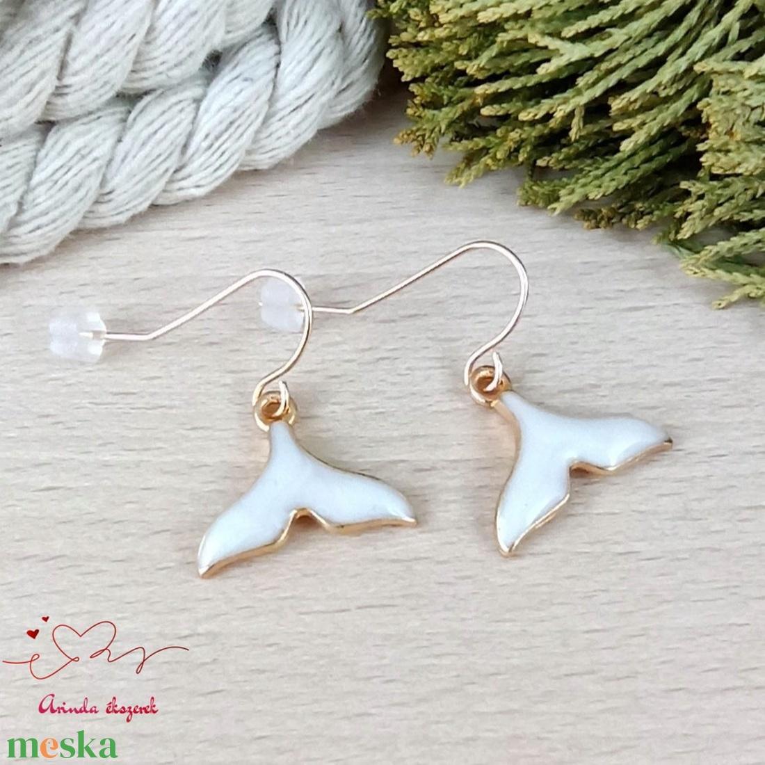 Fehér sellőuszony fülbevaló karácsonyra mikulásra télire adventi kalendáriumba nőnek lánynak - ékszer - fülbevaló - lógó fülbevaló - Meska.hu