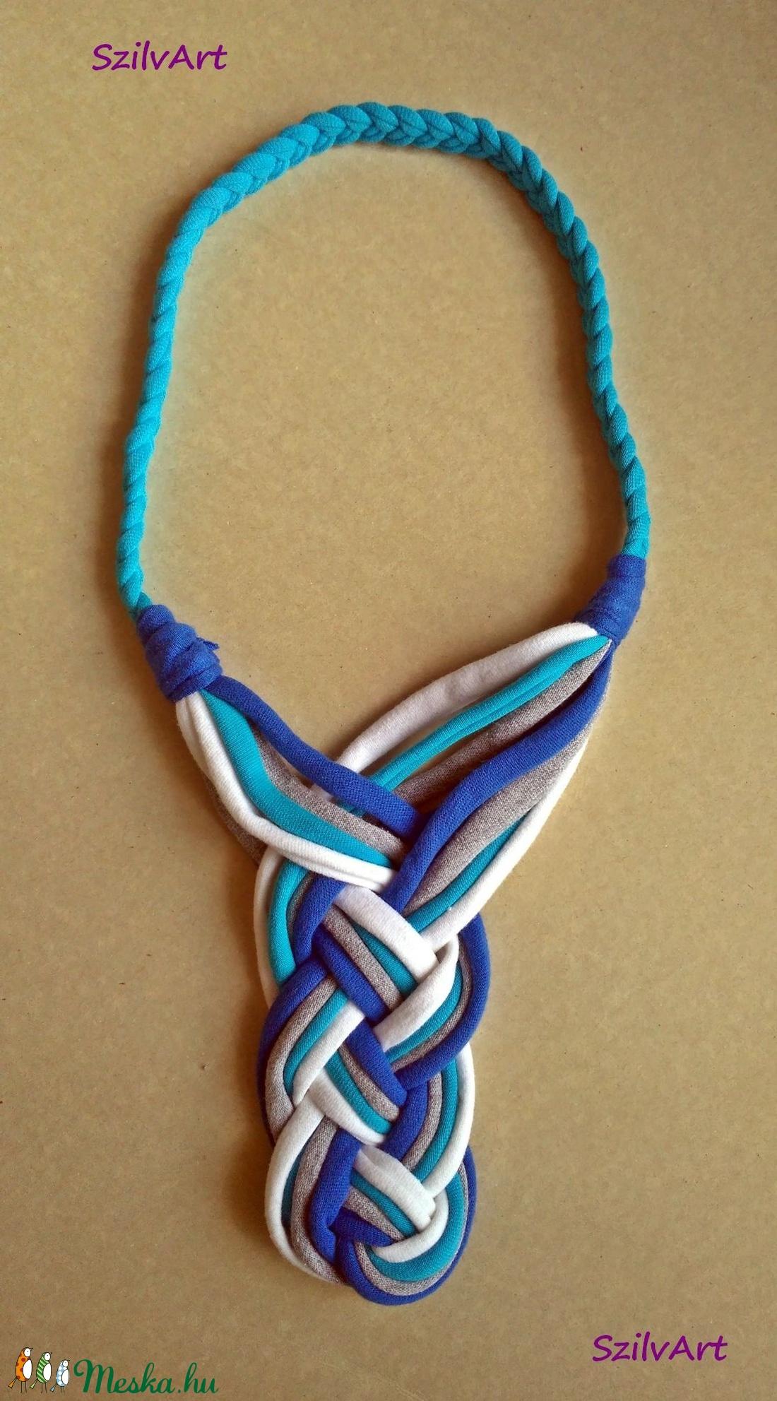 Tekerve font textil nyaklánc - kék-fehér-szürke (artsisters) - Meska.hu