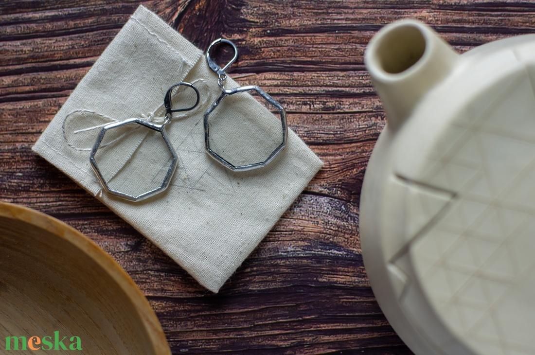 CLEAN- letisztult, üveg fülbevaló, egyedi geometrikus oktagon formával, nyolcszög, fenntartható divat, újrahasznosított - ékszer - fülbevaló - lógó fülbevaló - Meska.hu