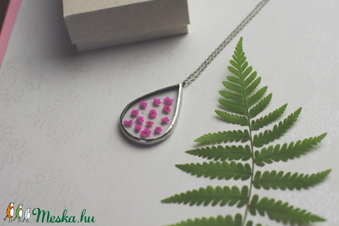 Faun MÉZVIRÁG virág nyaklánc, geometrikus, minimalista, préselt virág, fenntartható, etikus ékszer, természetbarát - ékszer - nyaklánc - medálos nyaklánc - Meska.hu