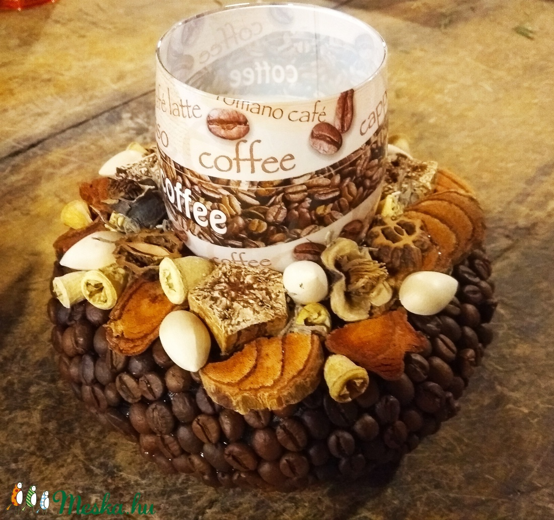 Kávés asztaldísz kávé illatu gyertyával (babetti0330) - Meska.hu