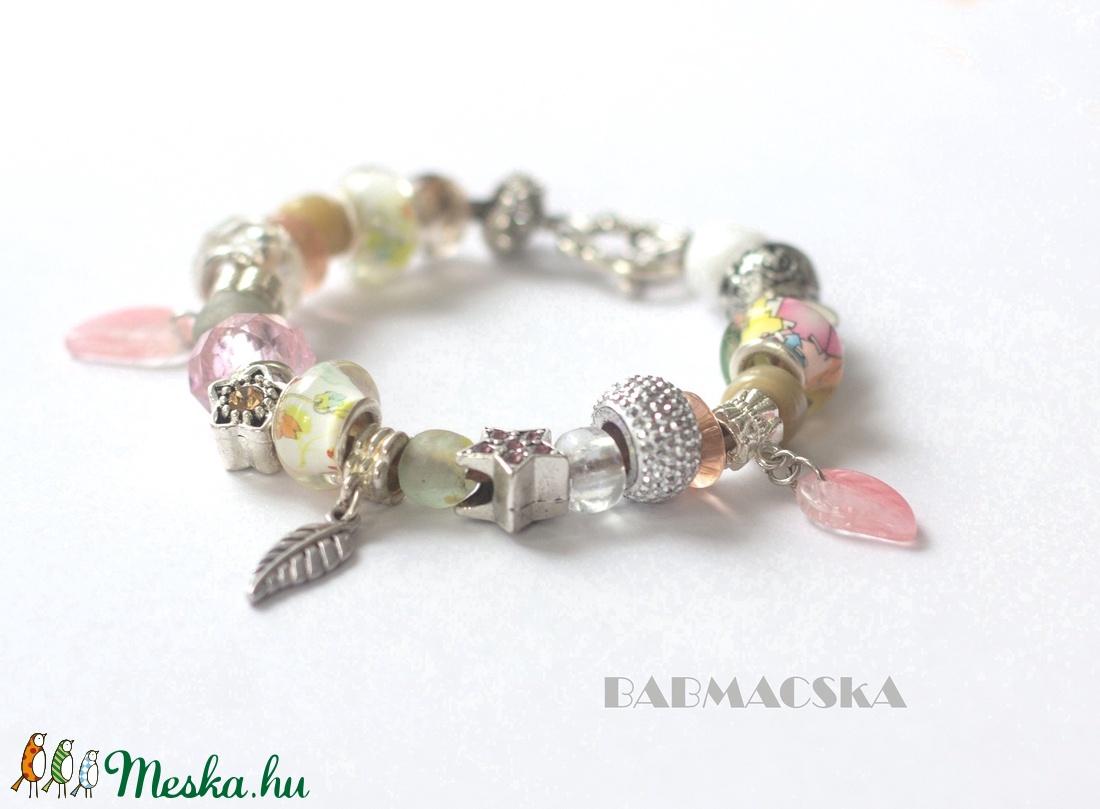 Vintage szerelem - Világos színekben pompázó Pandora stílusú charm karkötő - ékszer - karkötő - charm karkötő - Meska.hu