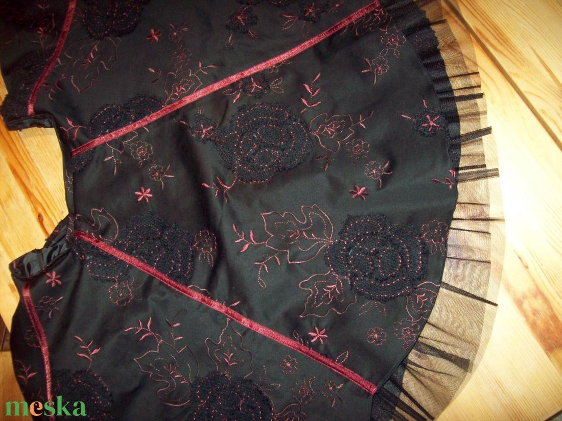 Szoknya különleges anyagból, különleges szabással - ruha & divat - női ruha - ruha - Meska.hu